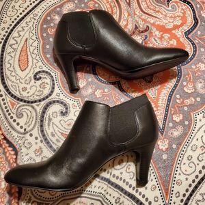Bandolino wilbur ankle booties